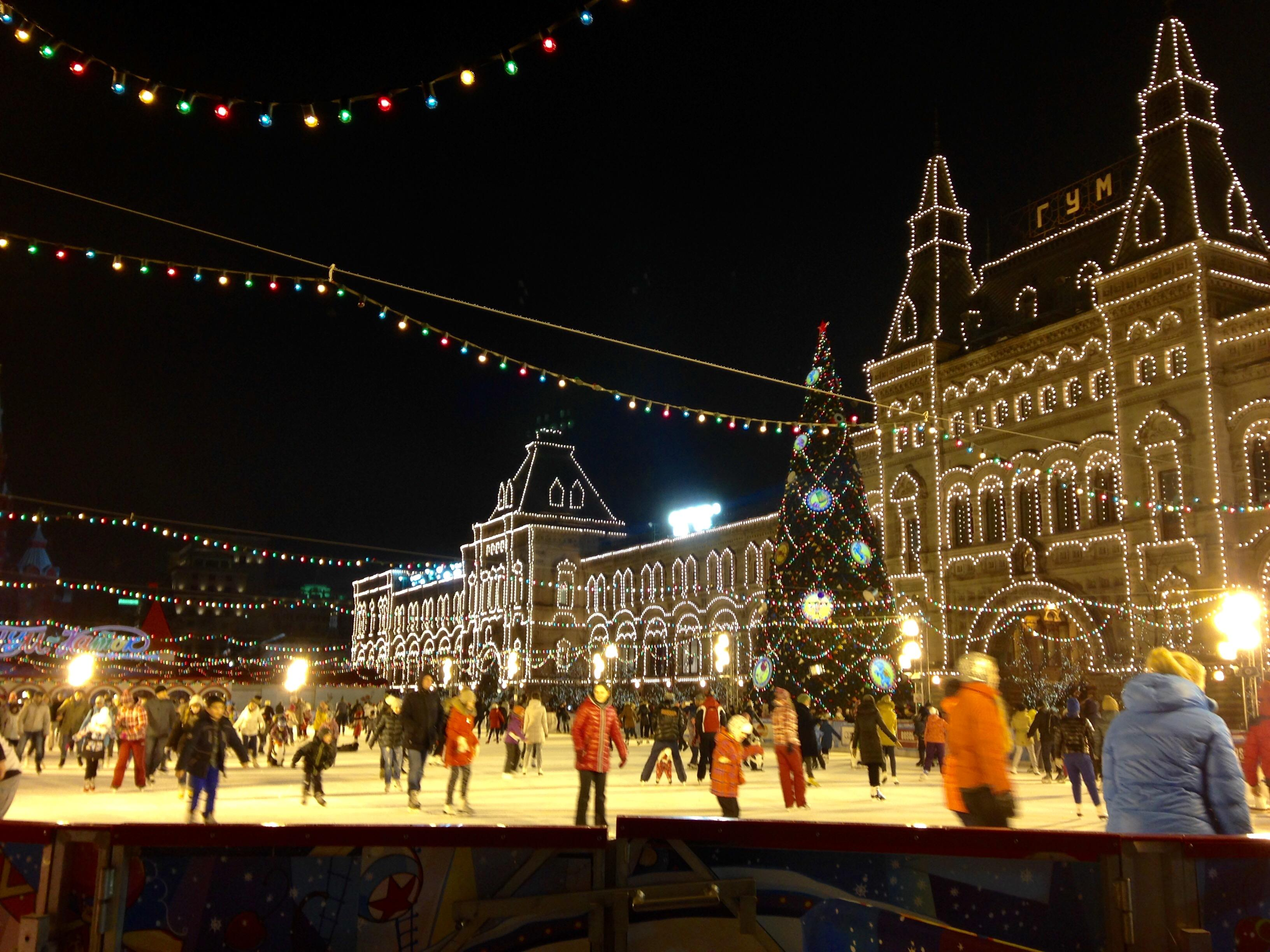 GUM moskow winter ice skating