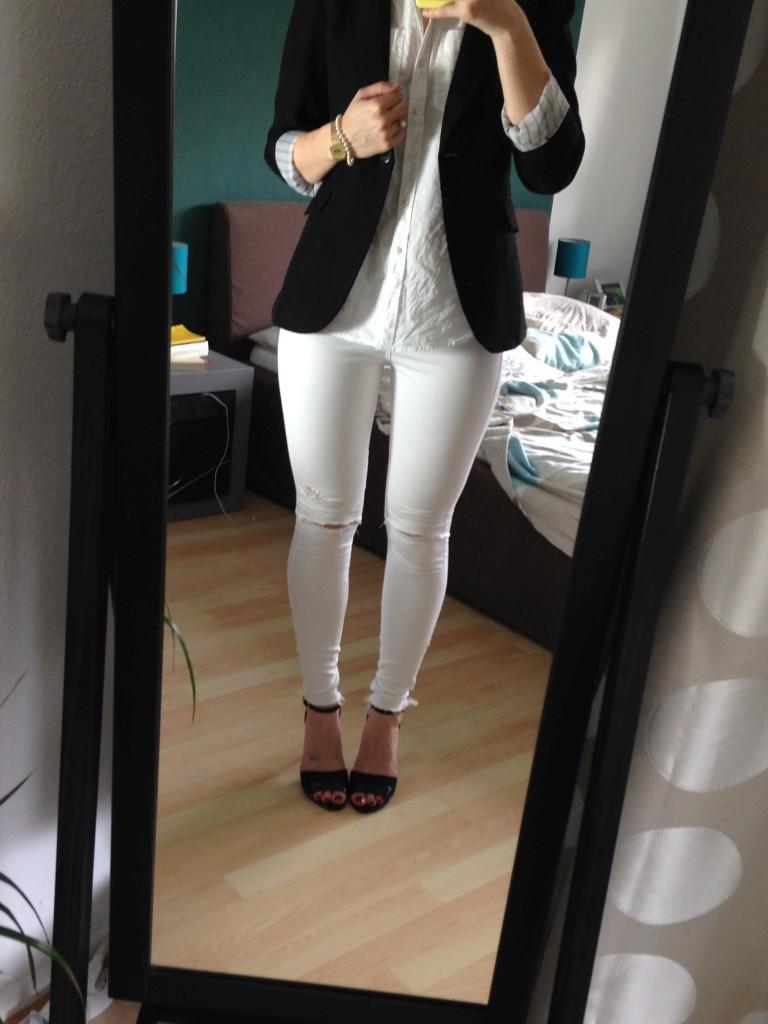 Distressed Denim Blazer Outfit 6