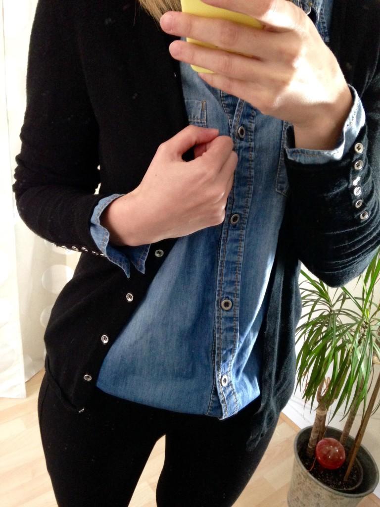 Outfit Jeanshemd und Strickjacke