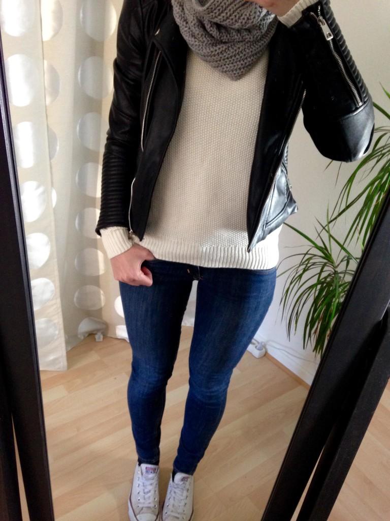 Outfit Weißer Pullover und Zara Lederjacke