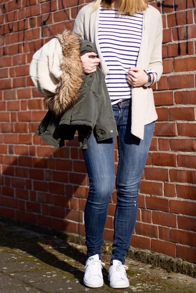 Gestreiftes Shirt Jeans Outfit Frühling 2016
