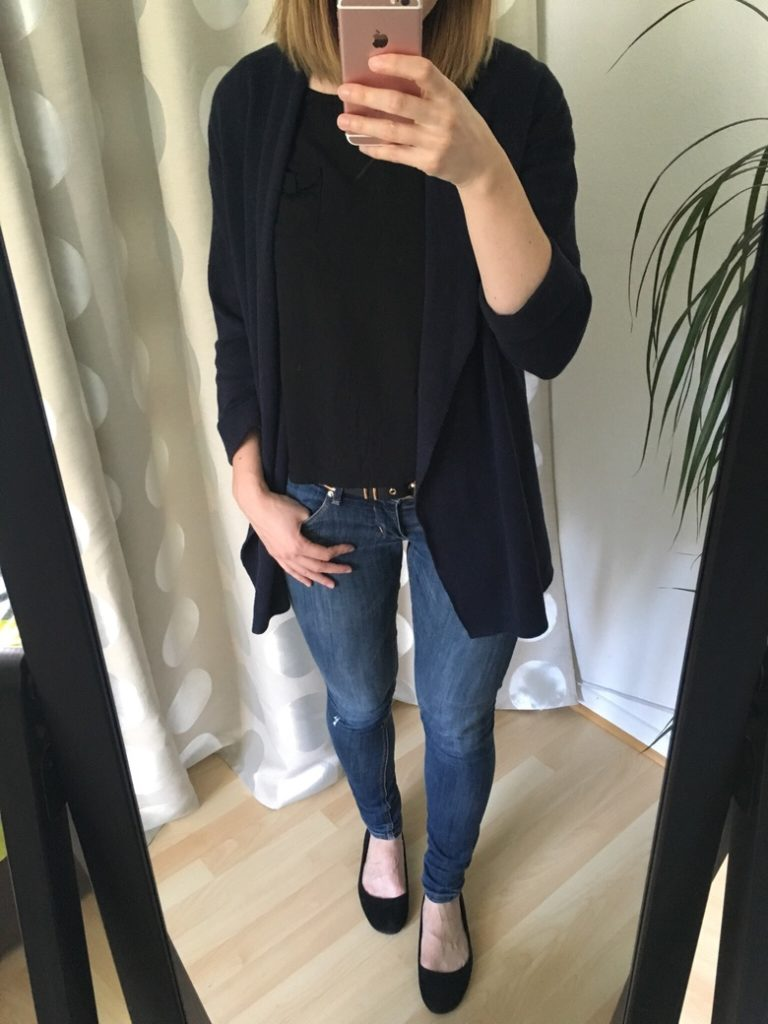 Schwarzes TShirt Jeans Outfit