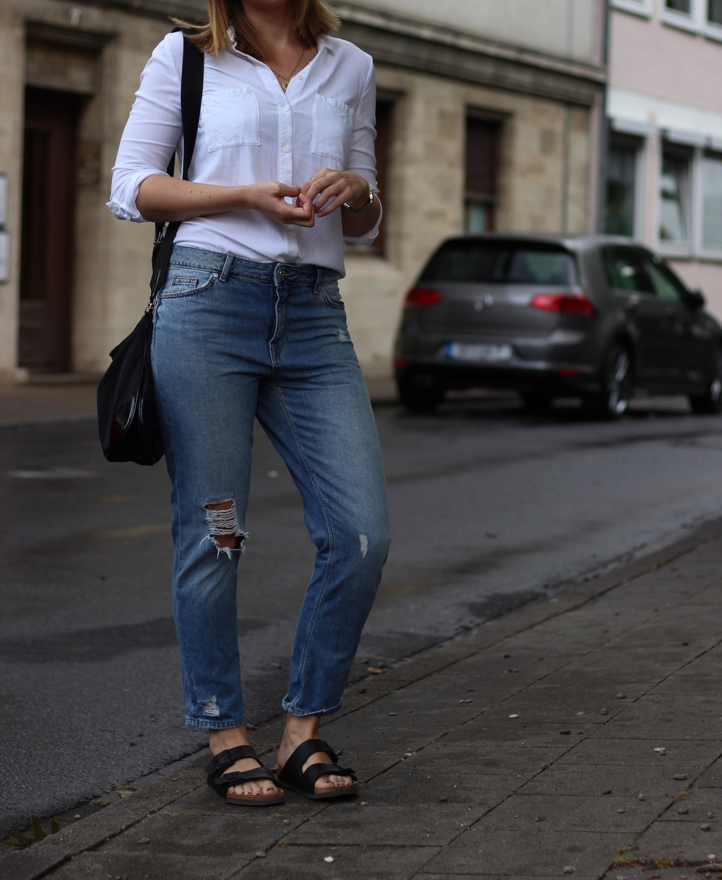 Girlfriend Jeans weiße Bluse Outfit