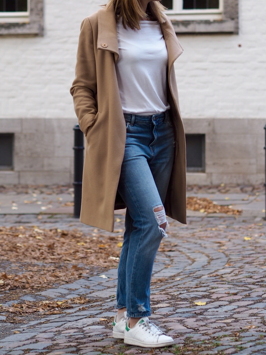 Beider Mantel Jeans T-Shirt Outfit