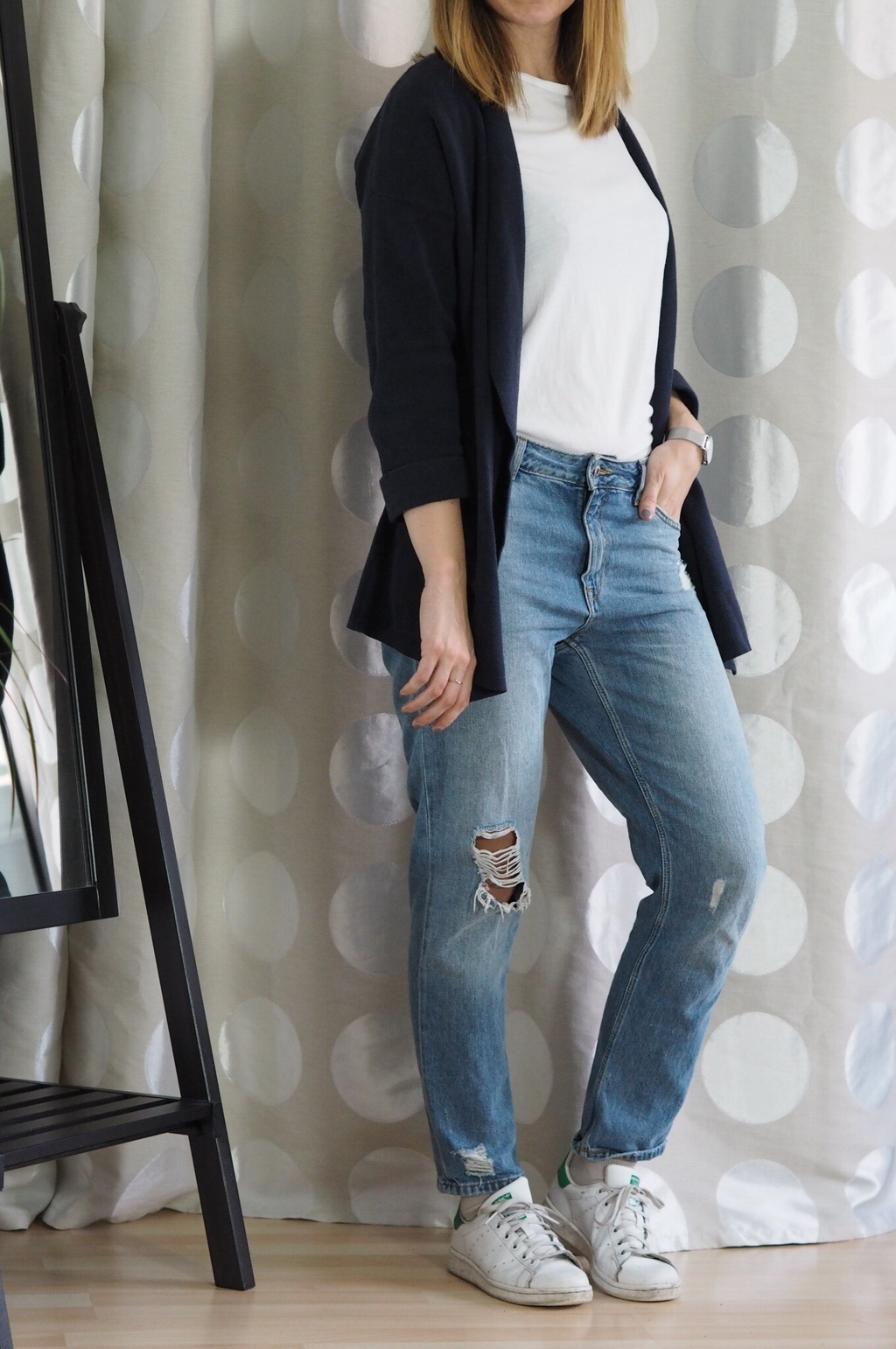 Girlfriend Jeans Cardigan Outfit