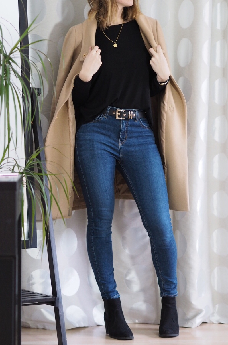 beiger-mantel-jeans-pullover-winter-outfit-2017