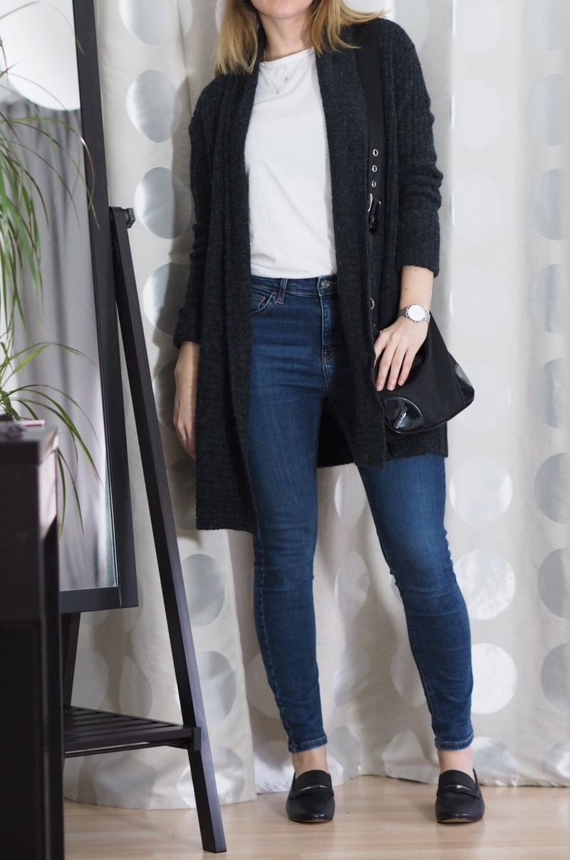 Graue-Strickjacke-Loafers-Winter-Outfit-2017