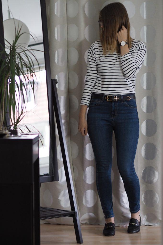 Gestreiftes-Shirt-Jeans-Loafer-kombinieren Frühlings Capsule Wardrobe 2017