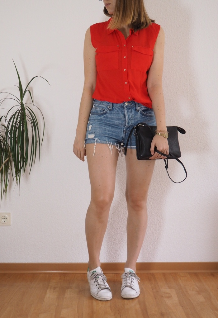 Shorts-rote-Bluse-Sommer-Outfit-2017