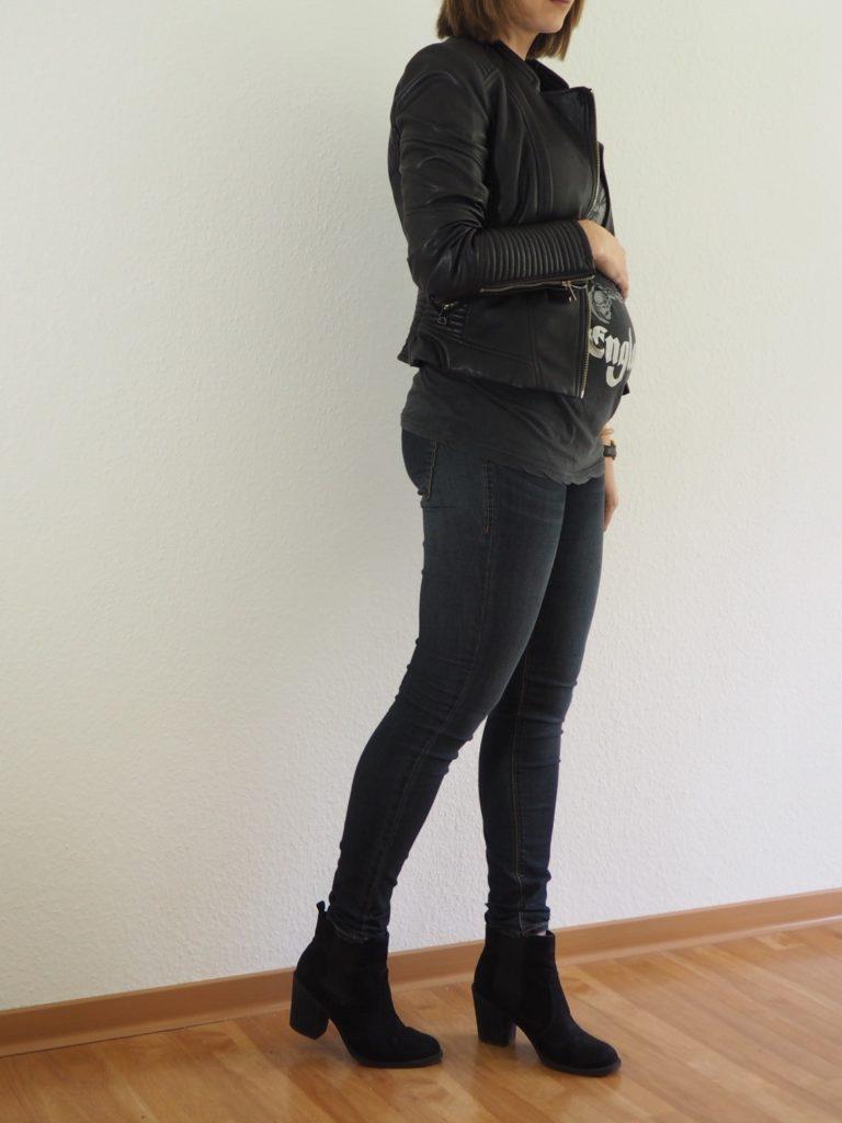Herbst-Outfit-schwanger-Umstandsmode-Herbst-Lederjacke-Jeans-Boots