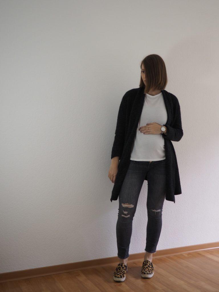 herbst-outfit-schwanger-umstandsmode-herbst-T-Shirt-und-Cardigan