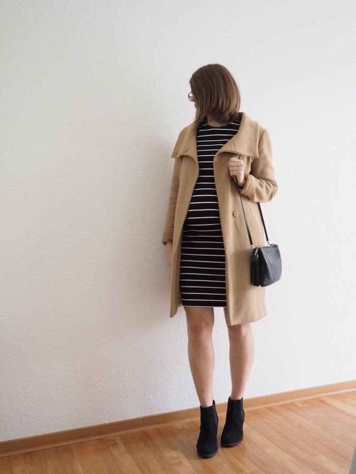 Umstandsmode-Schwangerschafts-Outfit-Herbst-Midikleid-Mantel-Boots