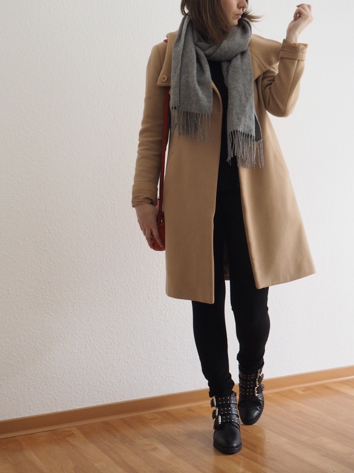 Camel-Coat-Givenchy-Boots-Outfit-Winter-2018
