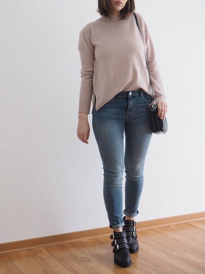 rosa-Pullover-Mom-Jeans-Outfit-Winter-2018-Givenchy-Boots-Outfit