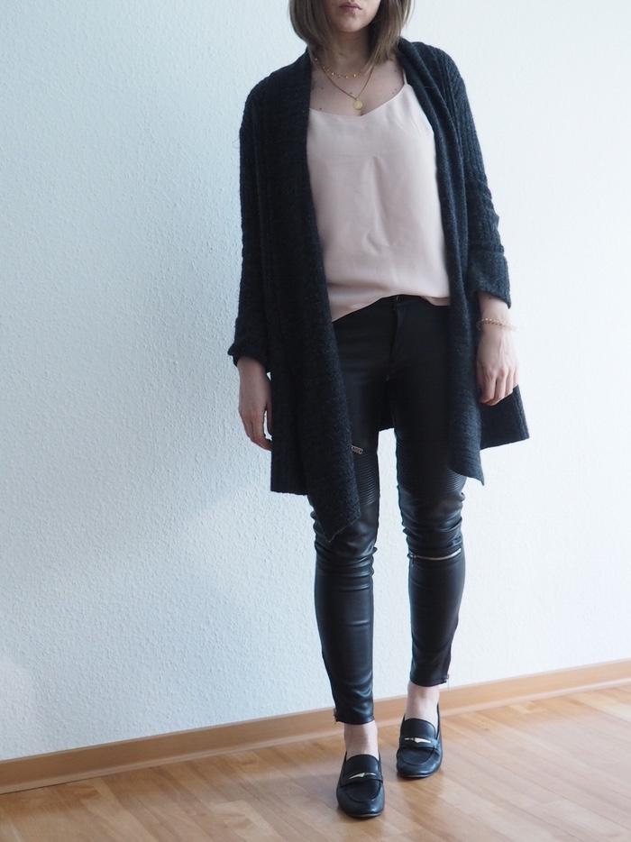lederhose-camisole-loafer-look-frühling-2018-outfit