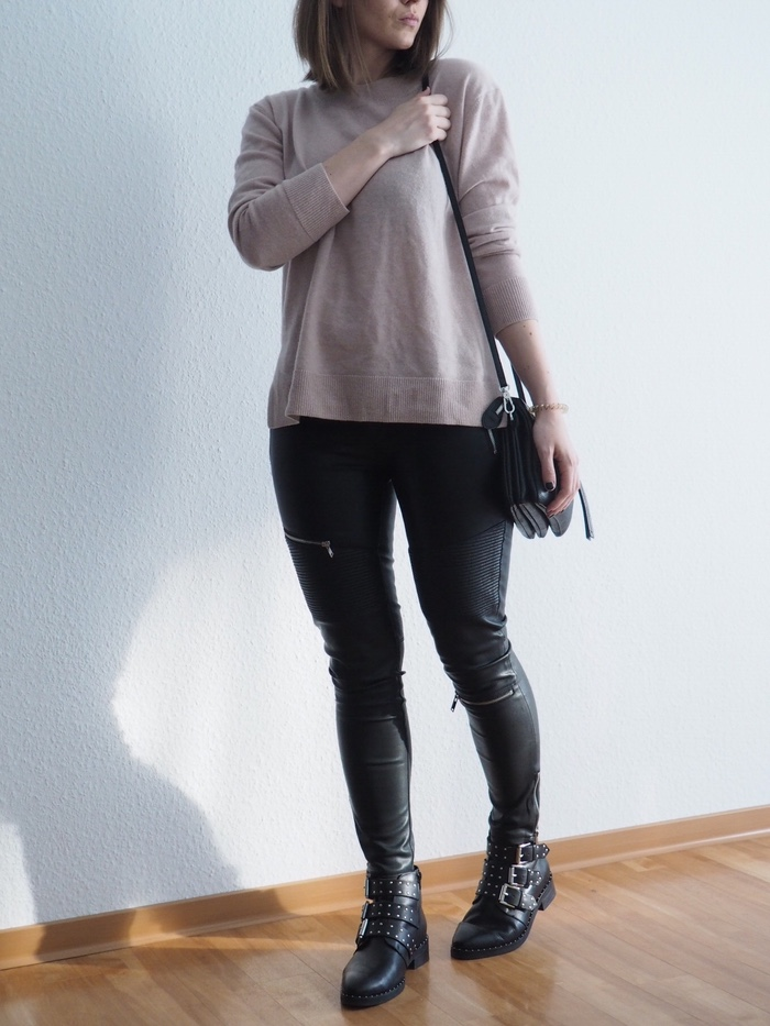rosa-pullover-lederhose-givenchy-boots-outfit-fruehling-herbst-2018