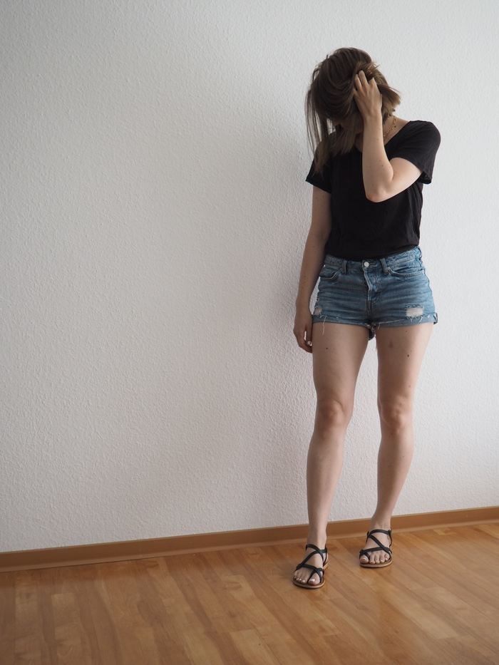 Anhang-Details Jeansshorts-Sommer-Outfit-Jeansshorts-kombinieren