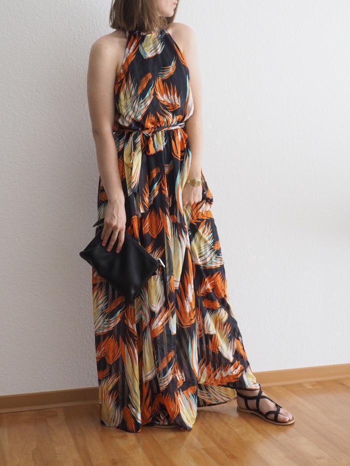 neckholder-kleid-lang-outfit-sommer