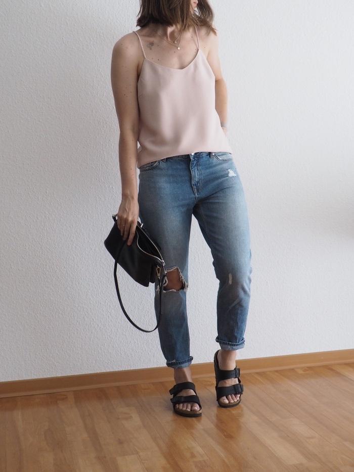 Trägertop-kombinieren-Boyfriend-Jeans-Camisole-Outfit