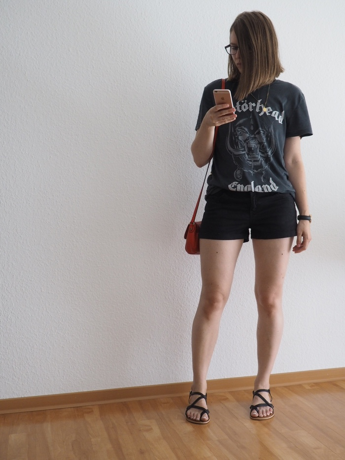 band-shirt-outfit-shorts-sommer-outfit-