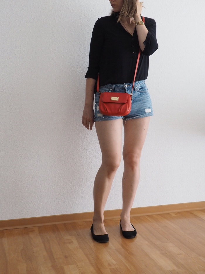 shorts-kombinieren-shorts-schwarze-bluse-outfit-sommer-