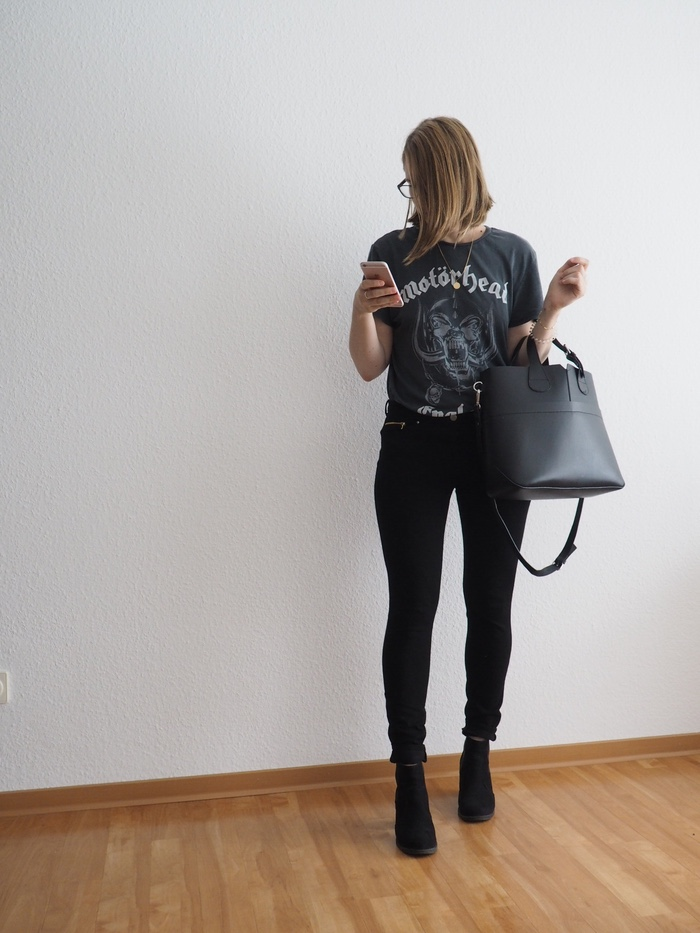 Band-Shirt-kombinieren-Bandshirt-Outfit-all-black-look