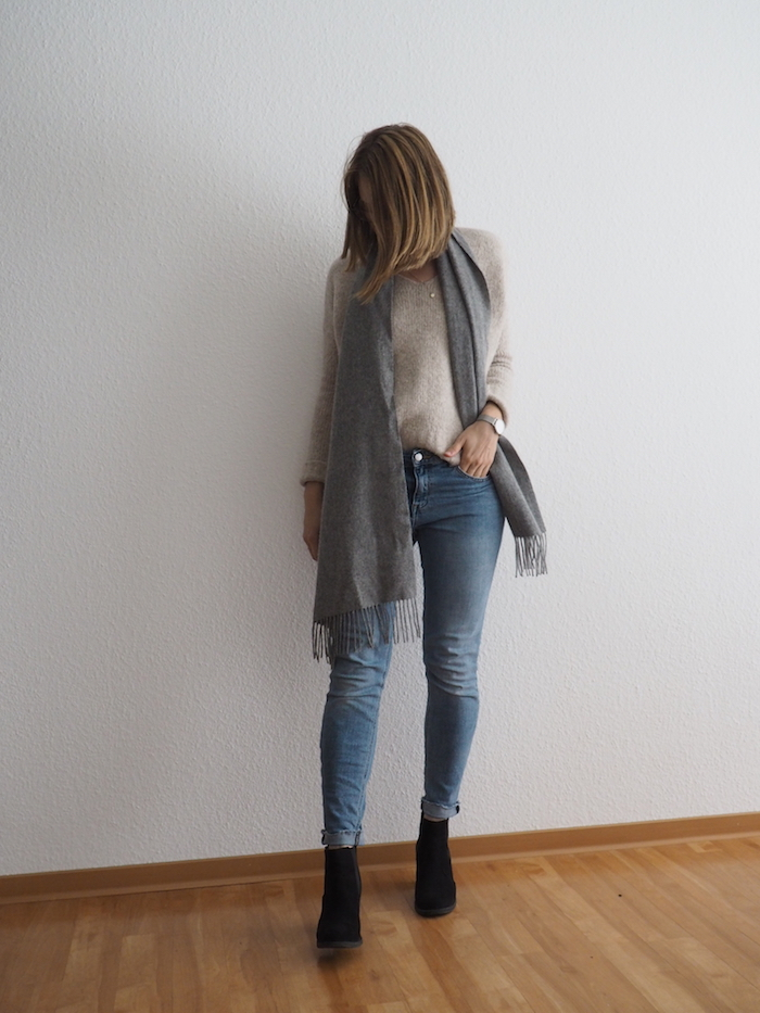 helle Jeans beiger Pullover Herbst Outfit