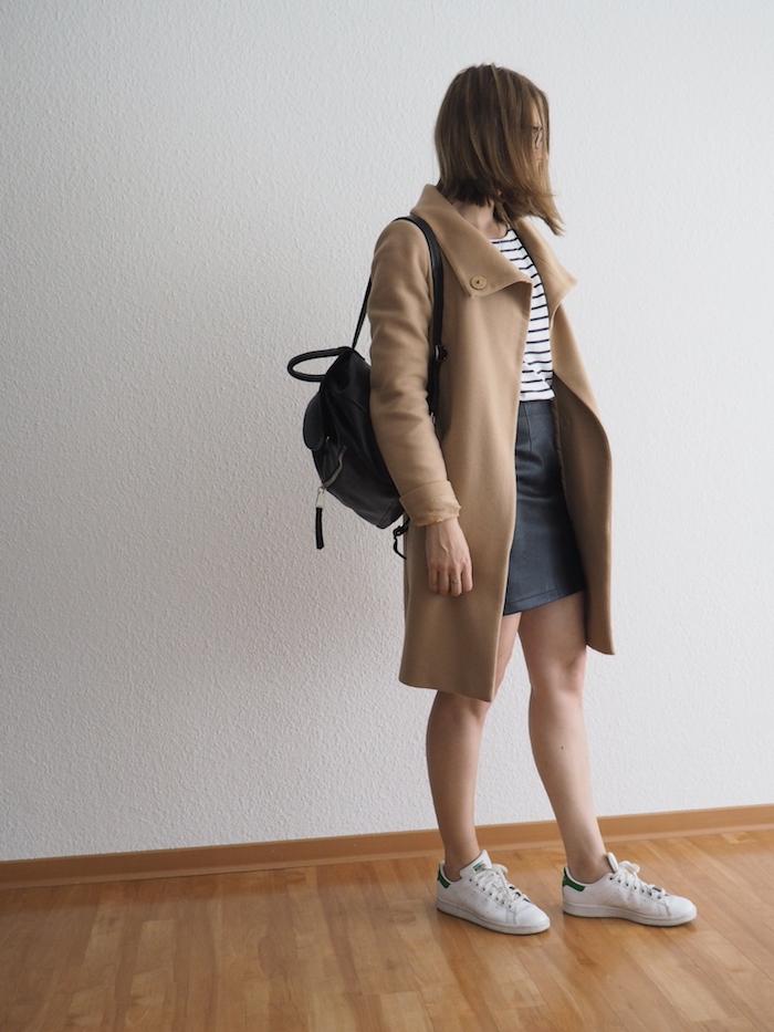 lederrock-kombinieren-herbst-outfit-camel-coat