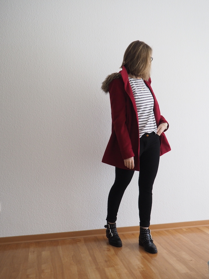 roter-Mantel-Biker-Boots-Outfit
